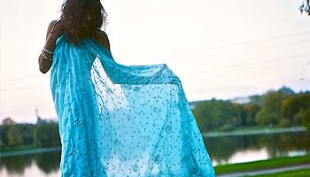 Wie wickelt man einen Sari
