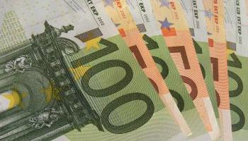 Abbildung einiger Euro Scheine als Synonym für, wie man Geld verdient.